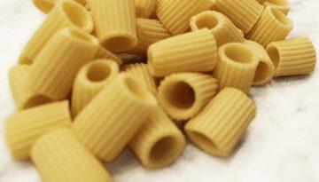 Mezze maniche rigate fresche senza uovo - Roma